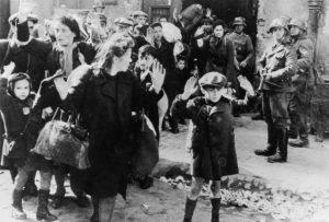 Jevreji u Varšavi 1943. godine/Foto: Getty