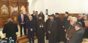 Miloš Vučević i vladika Heruvim sa saradnicima, Foto Pres služba Grada NS