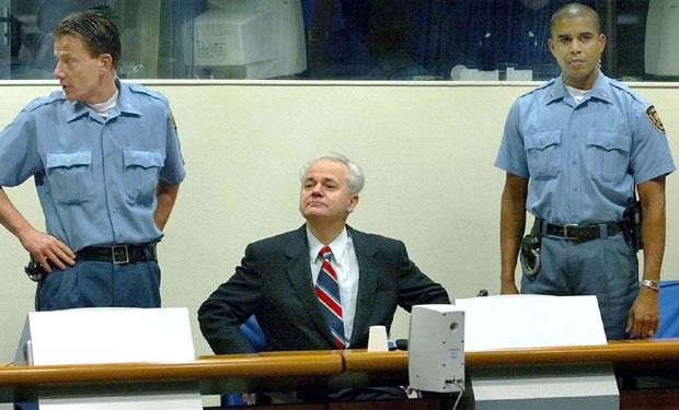 Slobodan Milošević tokom suđenja u Hagu