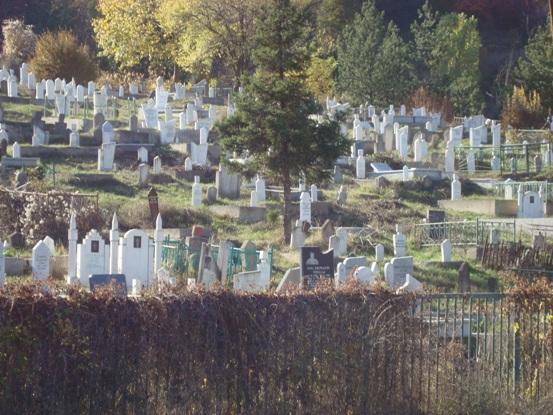 Šiptarsko groblje u severnom delu Mitrovice gde žive Srbi