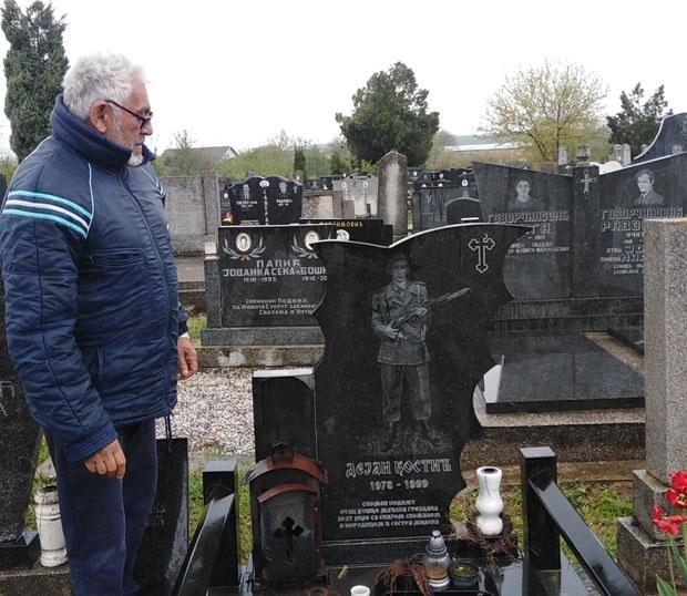 Stric kraj Dejanovog spomenika,foto S.Kostić