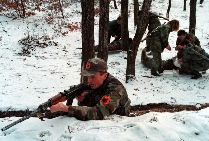 Položaj OVK - na višim tačkama Prokletija i u aprilu 1999. je bilo snega (Foto EPA/Anja Niedringhaus)