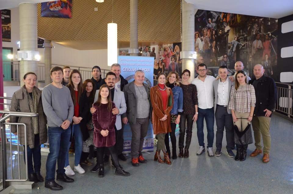 Zajednička fotografija jednog dela gostiju i organizatora posle austrijske premijere za uspomenu
