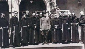 Ustaški vođa Ante Pavelić sa fratrima Katoličke crkve