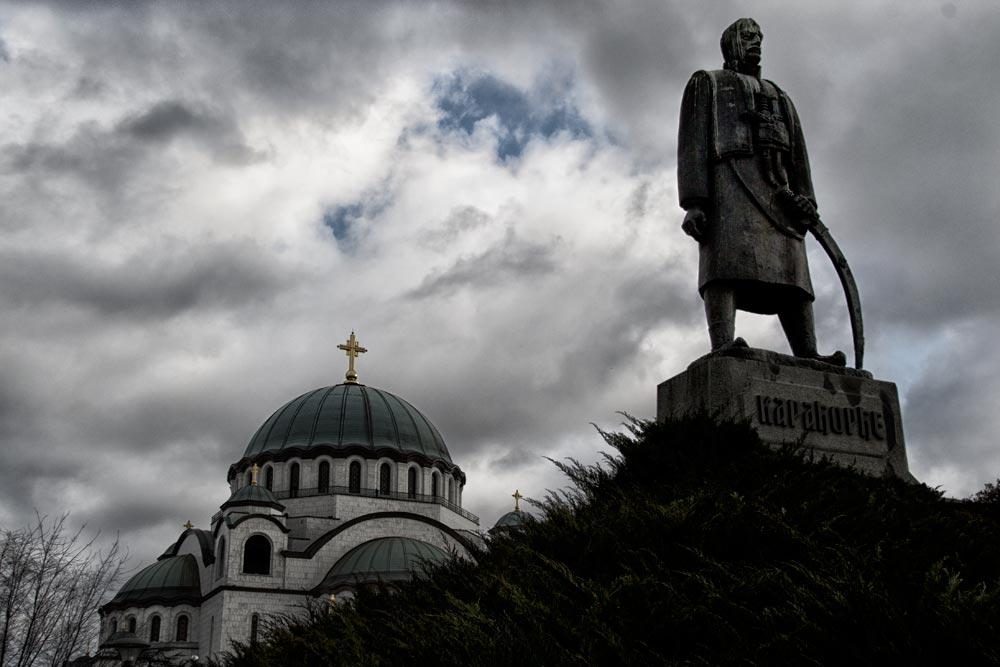 Spomenik Karađorđu ispred Hrama Svetog Save u Beogradu