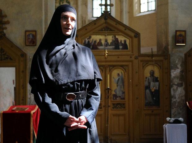 Mati Gerasima pod svodom drevne crkve