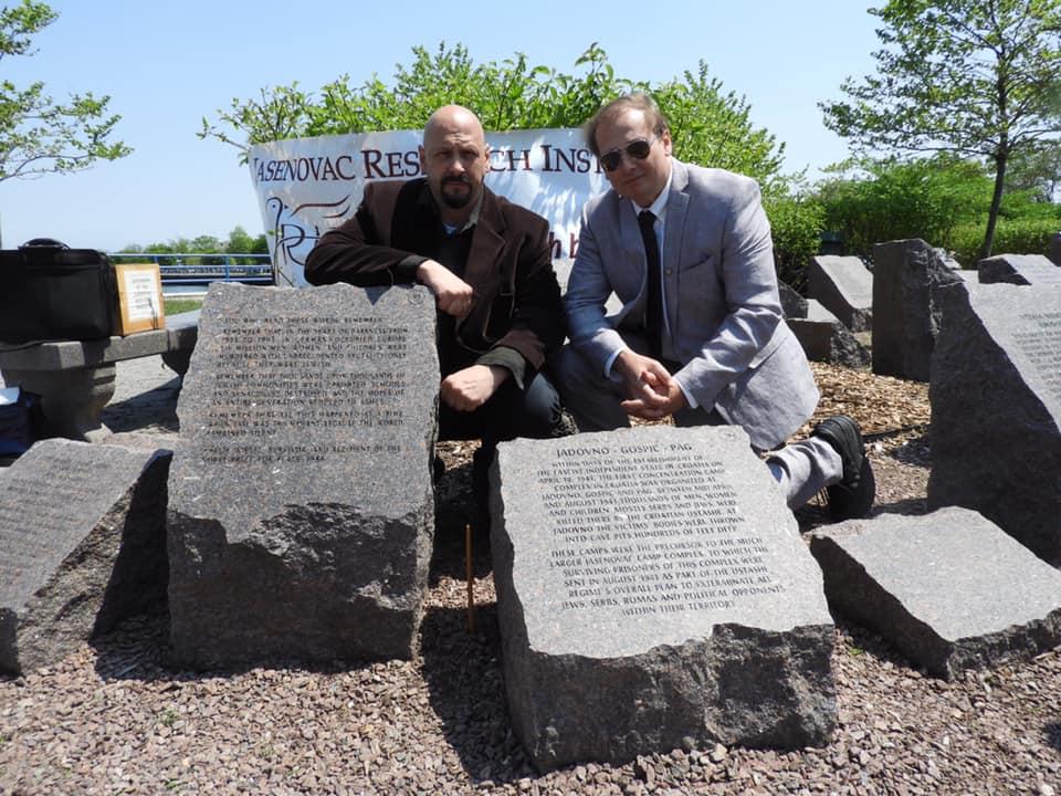 Danijel Simić i Barry Lituchy-Damjanovic na otkrivanju Spomen kamena u Bruklinu, SAD. FOTO: Dani Novak