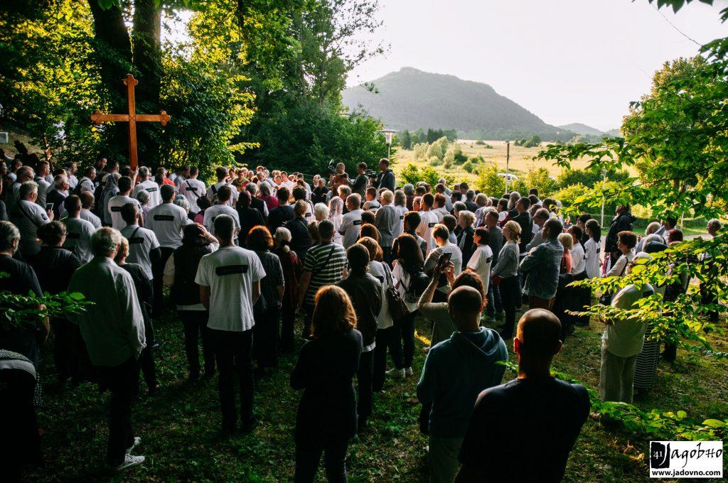 Часни крст над масовном гробницом у Смиљану. ФОТО: Никола Зајц