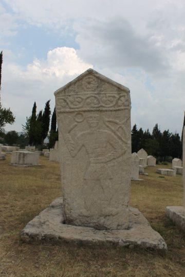 Vitez na stećku u nekropoli stećaka na Radimlji kod Stoca.