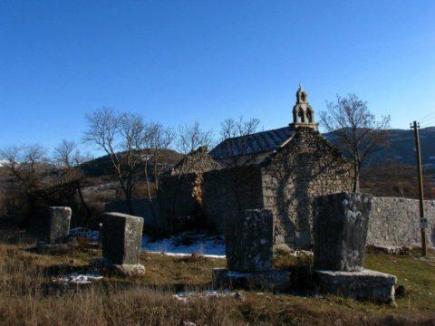 Nekropola stećaka i crkva Svetoga kneza Lazara u Vlahovićima kod Ljubinja.