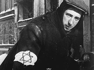 Јеврејски младић у Варшавском гету 1943.