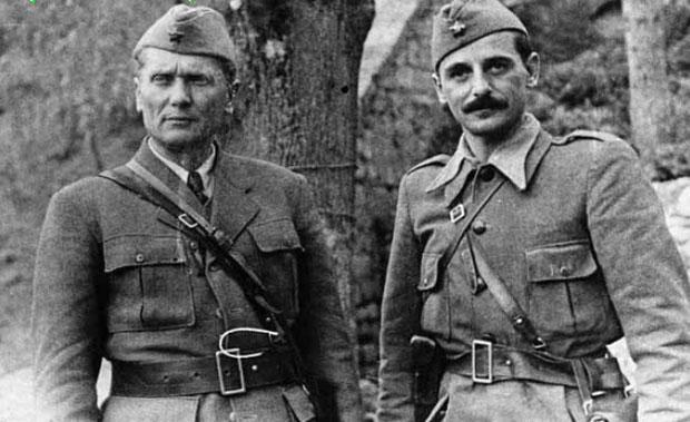 Ratnici: Tito i Koča posle bitke na Sutjesci
