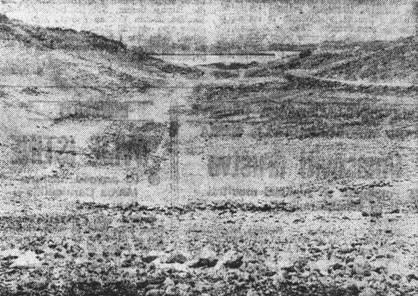 Ustaški logor Slana – njen sjeverni dio u kojem su se nalazile tri velike barake. Pogled sa sjevera prema jugu – u pravcu grada Paga. U lijevom dijelu slike još i danas se vide temelji logoraških baraka.