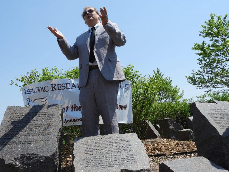 Barry Lituchy-Damjanovic na otkrivanju Jadovničkog Spomen kamena u Bruklinu, SAD. FOTO: Dani Novak
